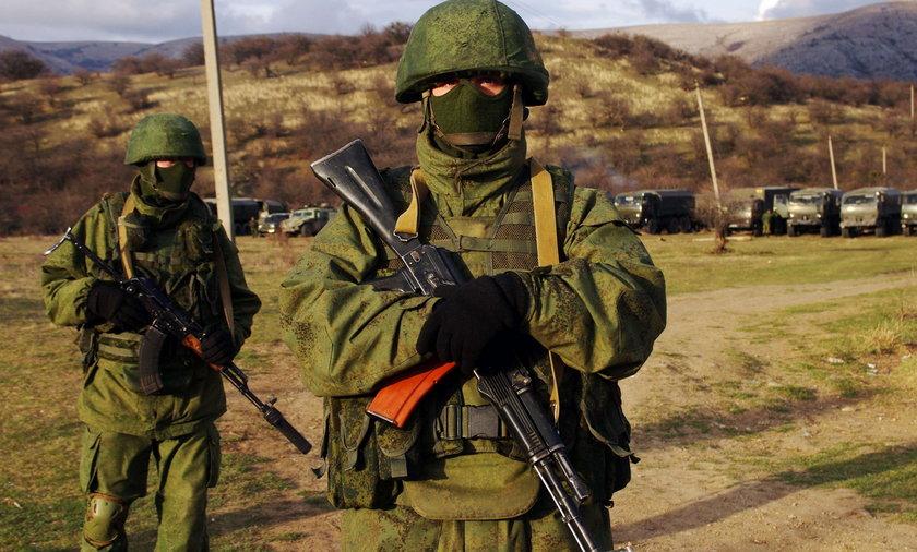 Żołnierze rosyjscy walczą na Ukrainie.