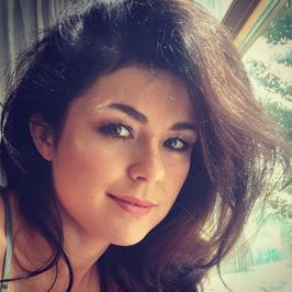 """Katarzyna Cichopek kusi biustem na Instagramie. Fani: """"A co na to mąż?"""""""