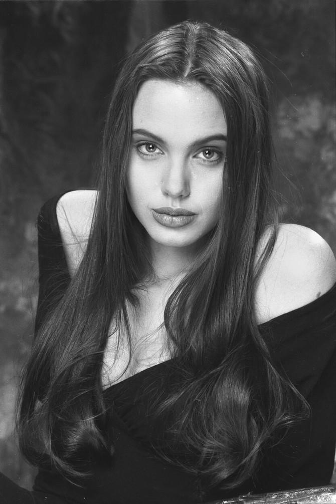 Mlada Anđelina Žoli