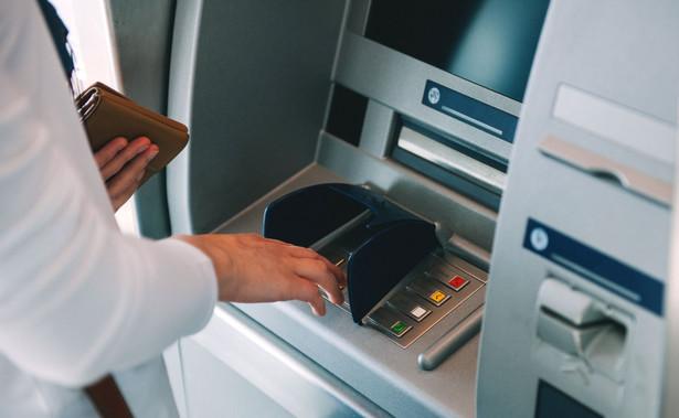 W Polsce wiele firm zajmujących się obsługą bankomatów korzystało ze zwolnienia zapisanego w art. 43 ust. 1 pkt 7 ustawy o VAT