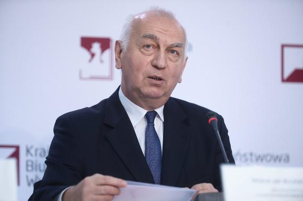 Głosowanie w wyborach parlamentarnych rozpoczęło się o godz. 7 bez przeszkód; Państwowa Komisja Wyborcza odnotowała do godz. 6 rano w niedzielę 64 incydenty w związku z naruszeniem ciszy wyborczej - poinformował w niedzielę na konferencji prasowej przewodniczący PKW Wiesław Kozielewicz.