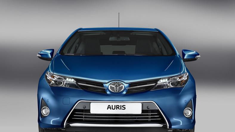 Pierwszy auris pojawił się w 2007 roku. Teraz Toyota prezentuje drugą generację tego auta