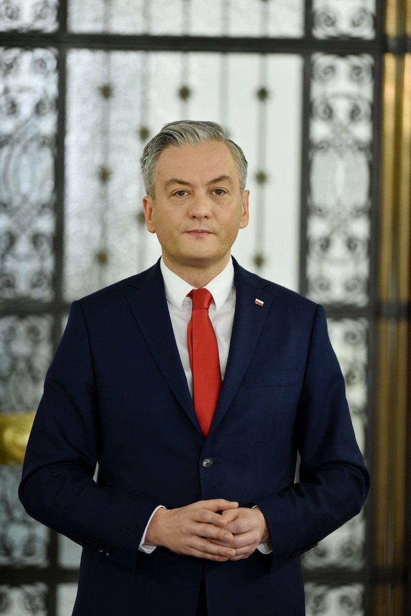 """Biedroń stęskniony za Polską i partnerem. """"Nie mogę się doczekać, by wyściskać Krzyśka"""""""