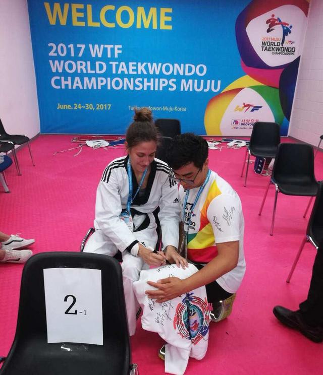 Vanja Stanković je sada već i zvanično svetska zvezda, pa su i autogrami odmah počeli da se traže