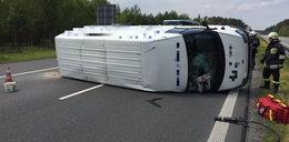 Bus zatarasował A4. Dlaczego się przewrócił?