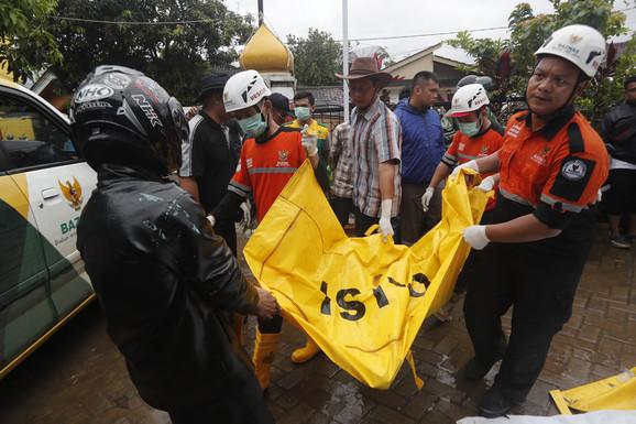 Kobnih dva minuta i 12 sekundi: Erupcija vulkana izazvala smrtonosni cunami