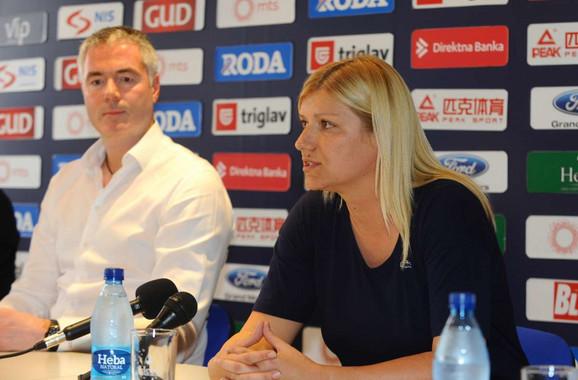 Ana Joković i Dejan Tomašević na konferenciji za medije posvećenoj uspehu mladih košarkašica