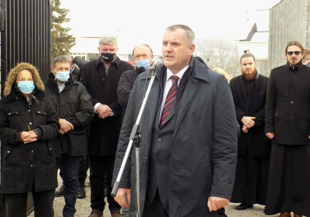 Parastos u Skelanima, Radovan Višković