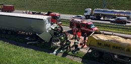 Groźny wypadek na A2! Kierowca TIRa uwięziony