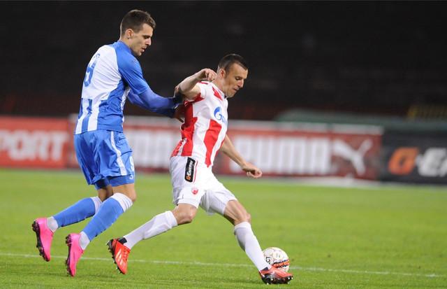 Komnen Andrić u duelu sa Aleksandrom Lukovićem u periodu dok je novi napadač Dinama nastupao za OFK Beograd