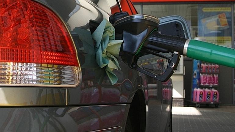 Benzyna w wakacje po 4 zł 50 gr!