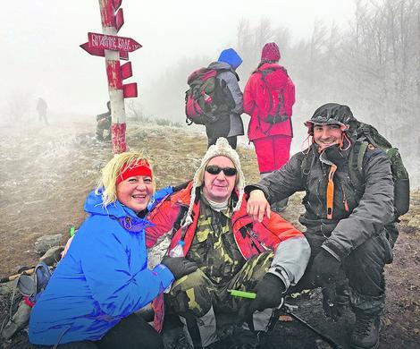 Avanturista: Slavoljub Epifanić (u sredini) sa prijateljima na Staroj planini