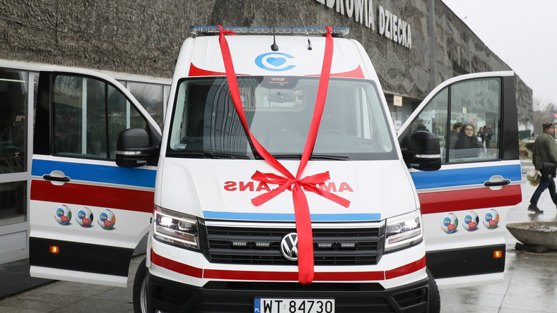 Wielofunkcyjny pojazd, będący centrum ratowania życia na kółkach, przekazał szef Fundacji WOŚP Jerzy Owsiak