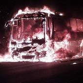 Vozač primetio dim tokom vožnje, u sledećem momentu autobus iz Hrvatske POJEO JE PLAMEN (FOTO)