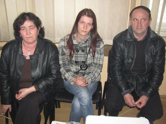 Brankica Ivković (u sredini) sa roditeljima