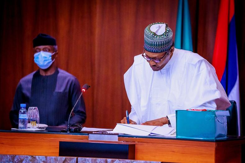 President Muhammadu Buhari and Vice president, Yemi Osinbajo during the signing of the revised 2020 Budget at the Presidential Villa. [Twitter/@Buharisallau1]