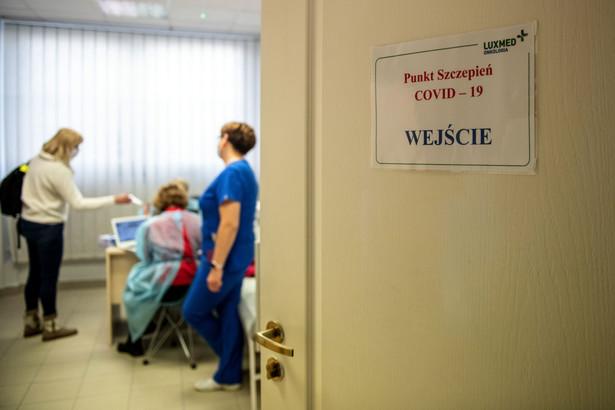 Szczepienie przeciw Covid-19 w szpitalu Lux Med w Warszawie. 21.02.2021