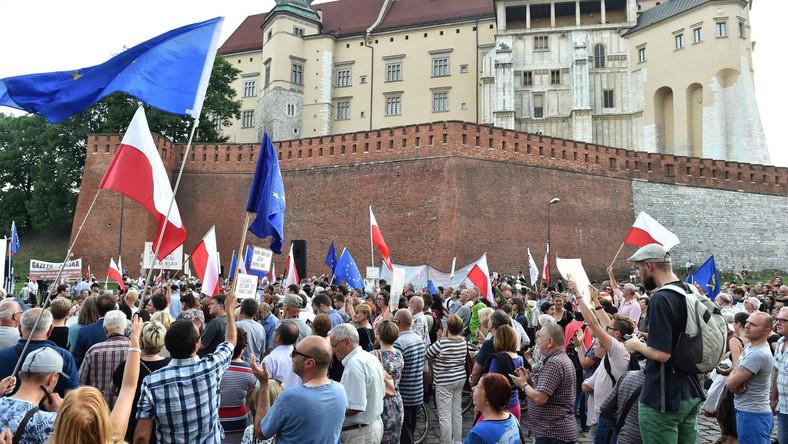 Protesty pod Wawelem