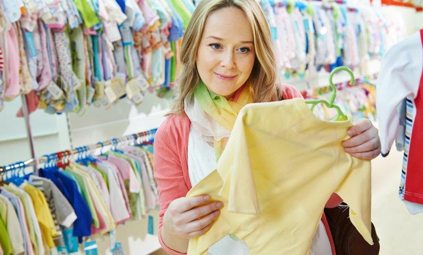 kobieta, sklep, ubrania, zakupy, dziecko, spiochy, dzieciece, mama