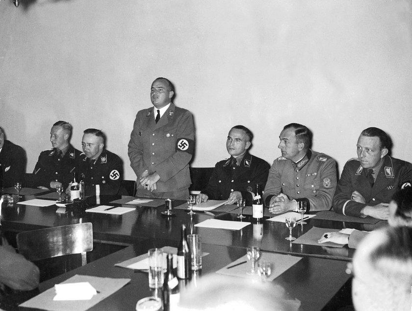 Werner Best na spotkaniu Gestapo