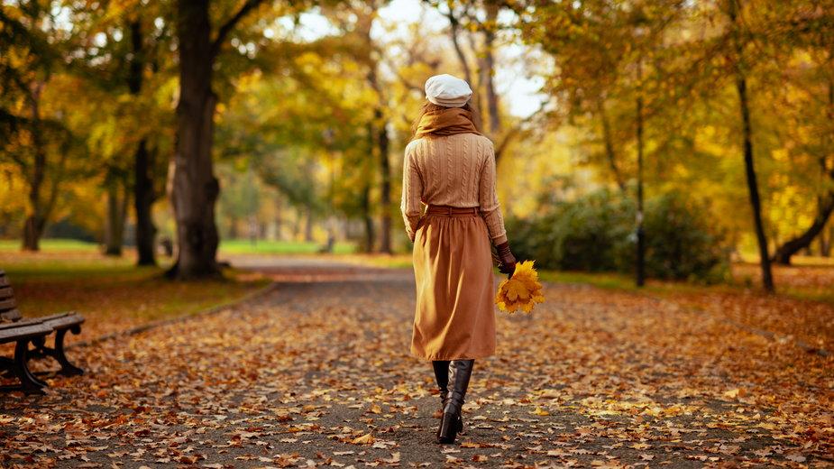 Nie tylko sukienki i swetry. Sprawdź ciepłe spódnice z dzianiny!