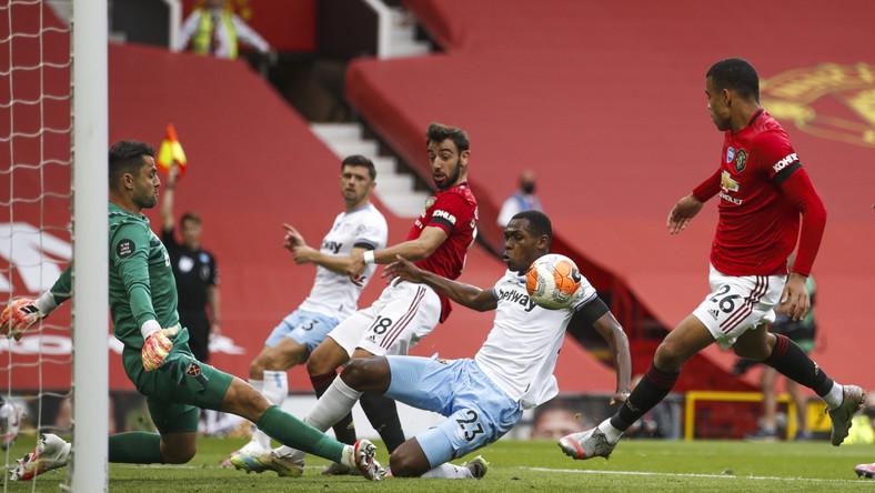 Łukasz Fabiański kontra Manchester United