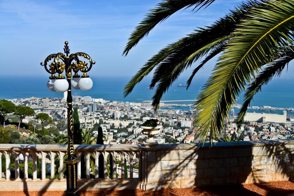 Majestatyczną Hajfę najlepiej podziwiać ze wzgórza Karmel.