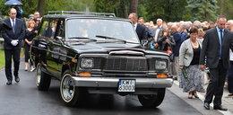 Niezwykłe auto na pogrzebie Miecugowa. Skąd ten pomysł?