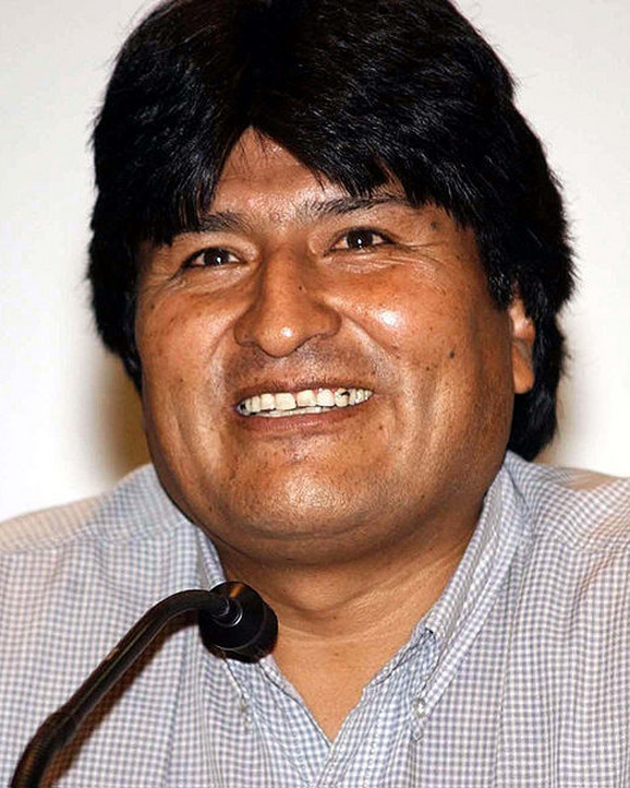 Evo Morales, predsednik Bolivije, upola je smanjio svoju platu