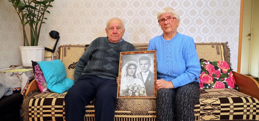 Są małżeństwem od 60 lat. Całe życie mieszkali w jednej kamienicy w Łodzi. Zamiast medalu dostali pismo: Szukajcie sobie innego domu