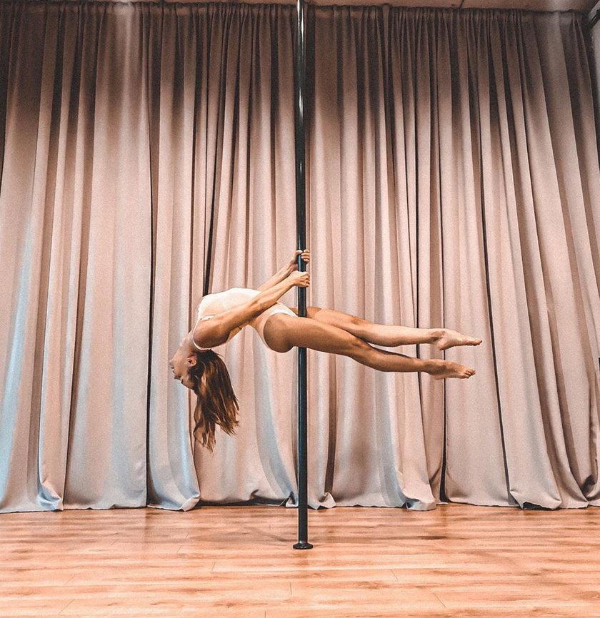 Anna Wendzikowska tańczy na rurze