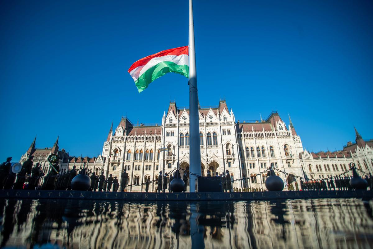 Hamarosan Békemenet, Orbán Viktor-beszéd és ellenzéki megemlékezés - mutatjuk képekben, mit ötrtént ma eddig Budapesten!
