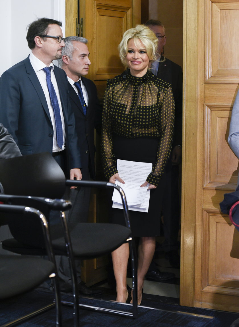 Pamela Anderson przybyła do Paryża, by poprzeć protest przeciwko produkcji foie gras