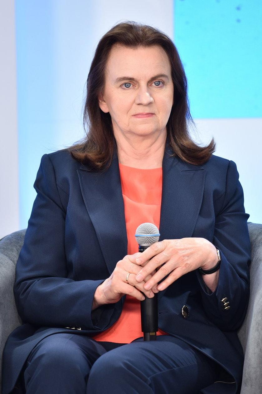 """""""Na ponad 6 milionów świadczeniobiorców w systemie emerytalnym, ponad 230 tysięcy osób pobiera emeryturę minimalną"""" tłumaczyła Gertruda Uścińska."""