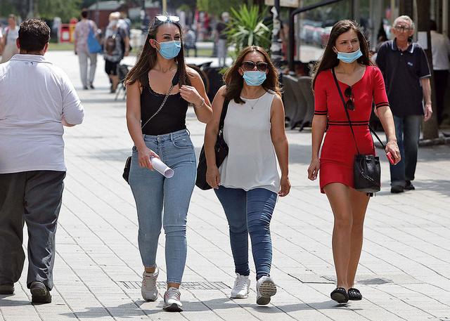 Nošenje maski i držanje distance obavezno je u borbi protiv epidemije