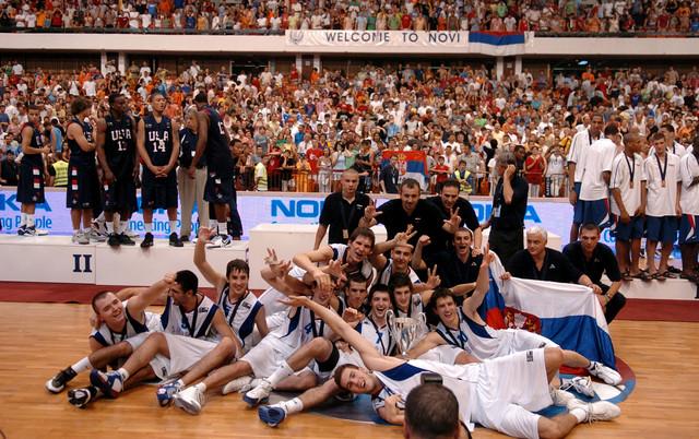 Kad je Stef Kari sa Amerikancima drugi, a naši momci prvi - slavlje juniora posle svetske titule 2007.