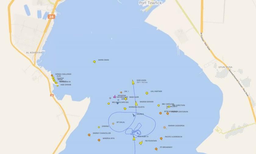 Dziwna trasa statku na Kanale Sueskim.