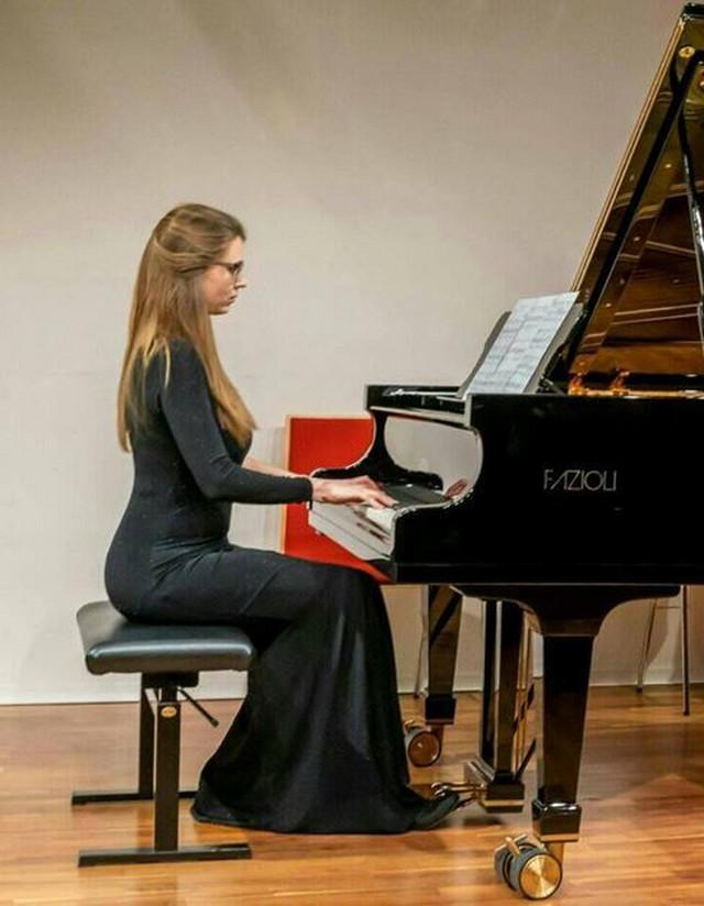 Aleksandra Dragosavac, iz Beograda, nagrađivana pijanistkinja i profesor klavira