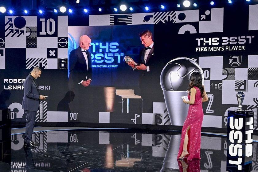 """Na dorocznej gali wręczania statuetek FIFA The Best """"Lewy"""" zwyciężył z Cristiano Ronaldo i Leo Messim."""