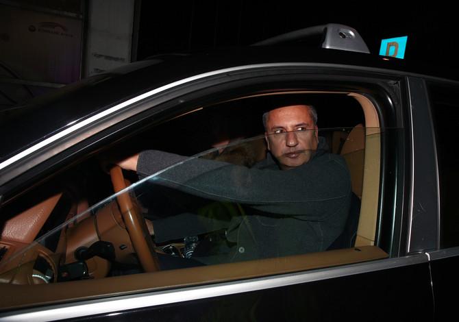 Sa Andrijom Draškovićem Elena je dobila sina Mateju  Elenina veza sa kontroverznim Andrijom Draškovićem usledila je ubrzo nakon razvoda i bila je veoma burna. Nije ih odvela do matičara, ali im je donela sina Mateju. Uzbudljiv odnos imao je gotovo filmski nastavak. Atraktivna brineta je bila uz Andriju kada je 11. septembra 2000. u jednom beogradskom restoranu sa svojim kumom Aleksandrom Golubovićem, posle kraće svađe, ubio Surčinca Zvonka Plećića Pleću (38). Srpska javnost je brujala o tom događaju (i danas se o tome često piše), a kada je tragedija dobila sudski epilog, veza Elene i Andrije je dobila završetak. Zanosna Elena je njihov kraj opisala kao civilizovani rastanak.   Njen izgled je uvek privlačio ogromnu pažnju Jednu priču menjala je nova, druga. To pravilo je tih godina pratilo Elenin život. Desila joj se najveća ljubav, a Drašković je upoznao 20 godina mlađu manekenku Tamaru Nikšić, svoju sadašnju suprugu sa kojom ima ćerku.