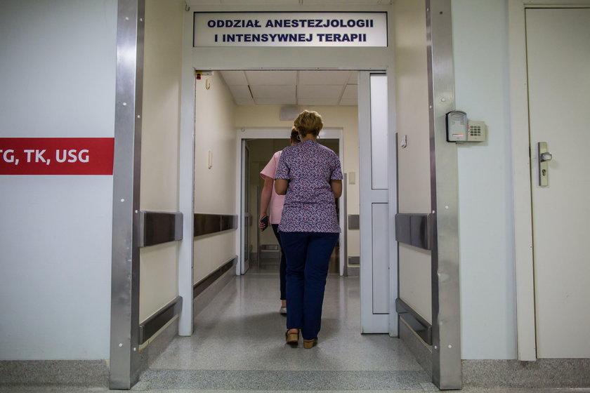Tragedia w Kramsku. Zaatakowała nożem swoje dzieci