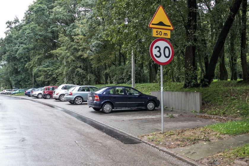 Mieszkańcy walczą o parking pod blokiem