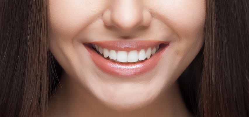 Bielsze zęby po czterdziestce. Jak to zrobić?