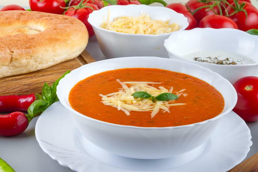 Gdy zmiażdżymy i podgrzejemy pomidory, na przykład przesmażamy pomidory z oliwą albo robimy z nich zupę, likopen jest łatwiej przyswajalny niż ten z surowych pomidorów