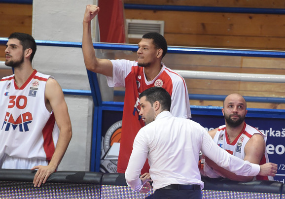 Čudotvorac: Trener FMP- Dušan Alimpijević ispred klupe