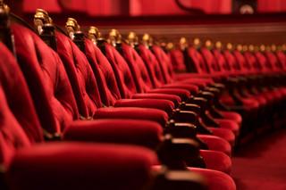 Zmiany od 13 czerwca: Więcej osób na widowni w teatrze i kinie, przekąski podczas seansu znowu dozwolone