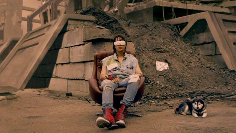 "Julian Casablancas w teledysku do ""Human Sadness"""