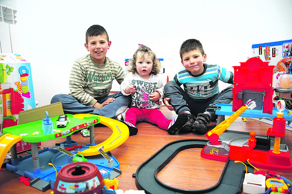 Troje dece Uskokovića iz Planinice sada uživa u novoj kući
