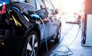 PSPA: Koszty auta elektrycznego z dopłatą w rok zrównuje się z kosztami spalinowego