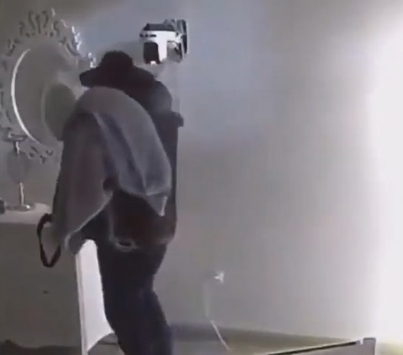 Miki Đuričić pomera kamere